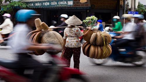 Gánh nặng thuế phí của người Việt ngày một lớn
