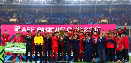 Việt Nam nhận Cúp Vô Địch - Giải vô địch ĐNA 2018
